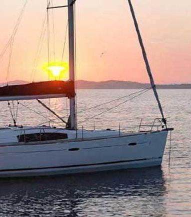 Sailboat Beneteau Oceanis 43 · 2011 (3)