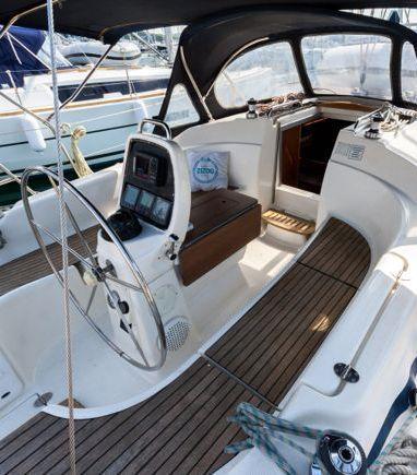 Sailboat Bavaria Cruiser 33 · 2007 (3)