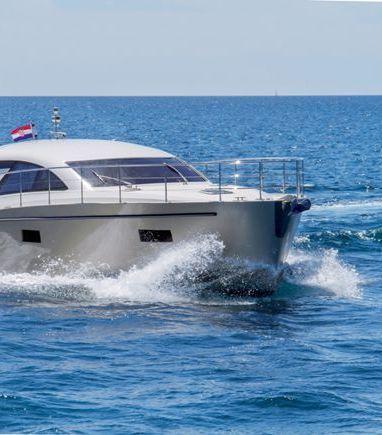 Barco a motor cyrus 13.8 Hardtop · 2012 (reacondicionamiento 2019) (3)