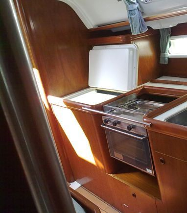 Sailboat Beneteau Oceanis 411 · 2000 (3)