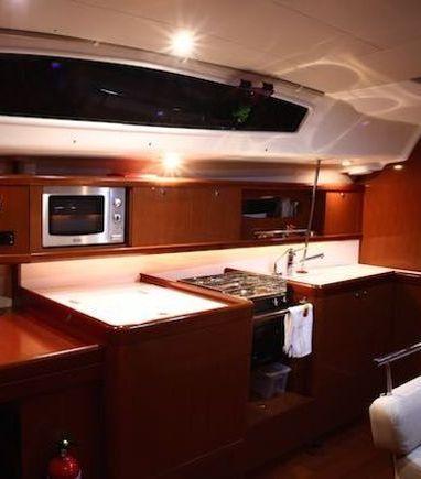 Sailboat Beneteau Oceanis 43 · 2010 (3)