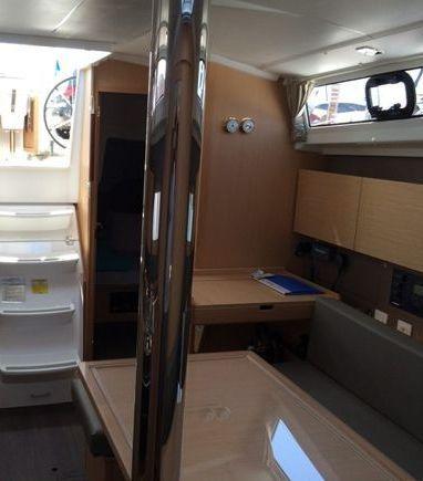 Sailboat Beneteau Oceanis 38 · 2014 (3)