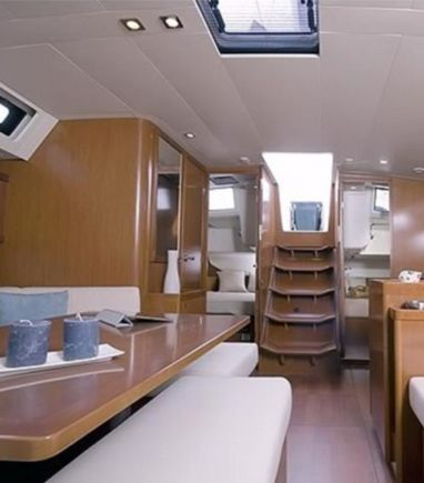 Sailboat Beneteau Oceanis 45 · 2018 (3)
