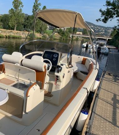 Speedboat Invictus 270 FX · 2019 (3)