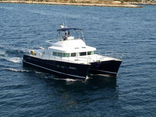 Motor Catamaran Lagoon Power 43 · 2005