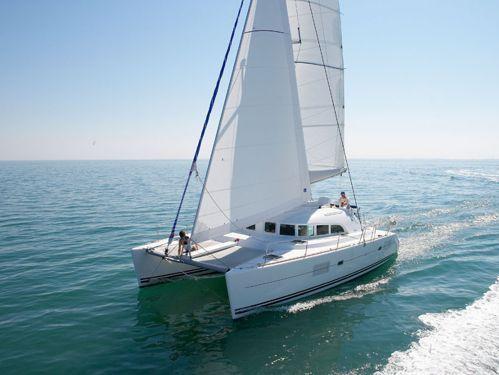 Catamaran Lagoon 380 · 2013