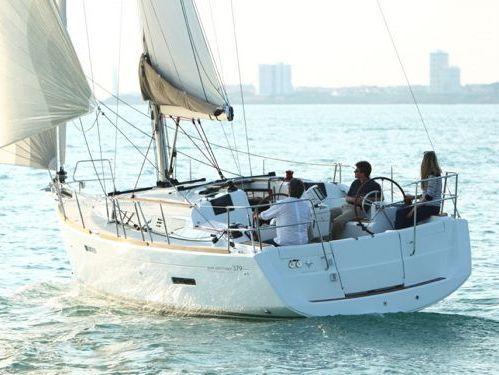 Barca a vela Jeanneau 379 · 2012