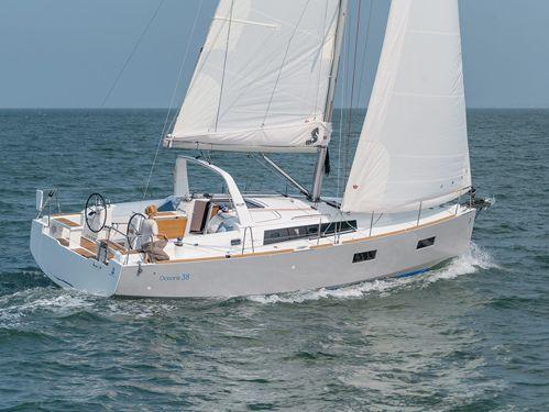 Barca a vela Beneteau Oceanis 38 · 2015