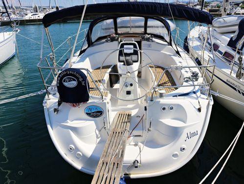 Sailboat Bavaria Cruiser 33 · 2007