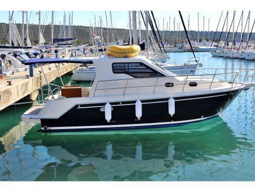 Barco a motor Sas Vektor 950 · 2016