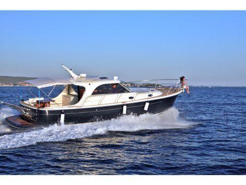 Barco a motor Sas Vektor Adriana 44 · 2012