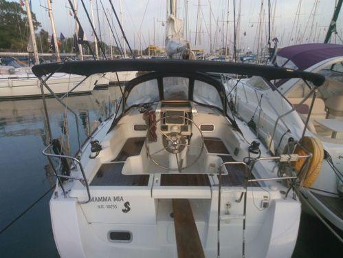 Sailboat Beneteau Oceanis 34 · 2009