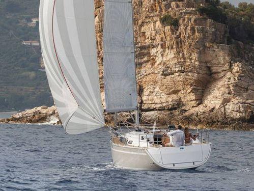 Sailboat Bavaria Cruiser 33 · 2015
