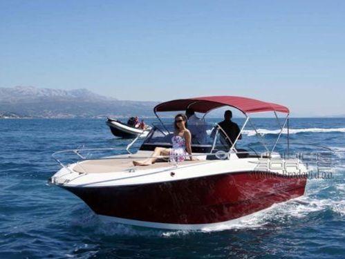 Speedboat Atlantic Marine 680 · 2017