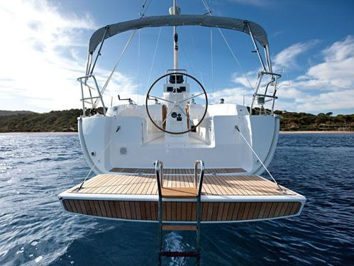 Sailboat Bavaria Cruiser 32 · 2010