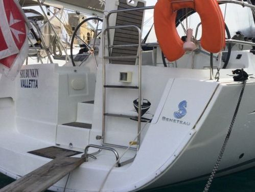 Sailboat Beneteau Oceanis 40 · 2010