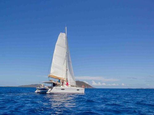Catamaran Fountaine Pajot Helia 44 · 2013