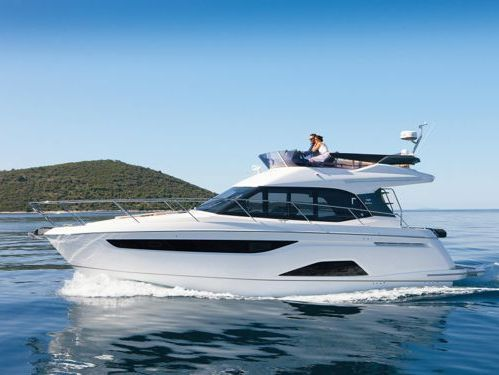Motorboot Bavaria R40 Fly · 2017