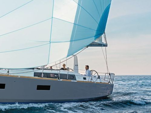 Sailboat Beneteau Oceanis 38 · 2017