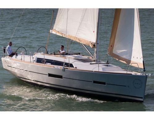 Barca a vela Dufour 382 · 2016