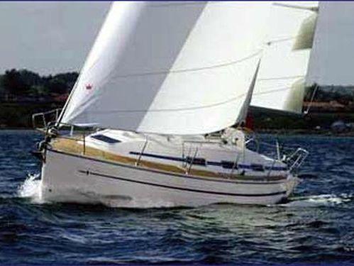Sailboat Bavaria 32 · 2002
