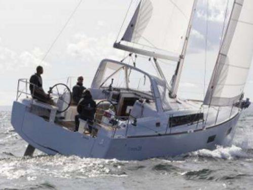 Zeilboot Beneteau Oceanis 38 · 2017