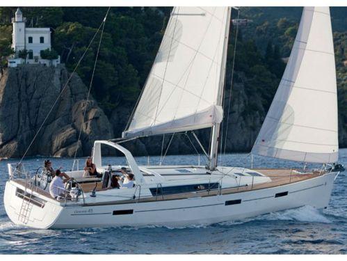 Sailboat Beneteau Oceanis 45 · 2019