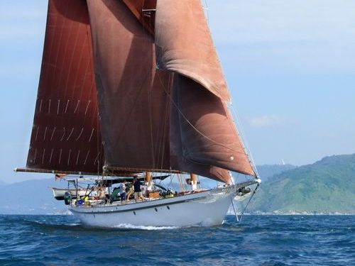 Sailboat Gaff Schooner · 1990