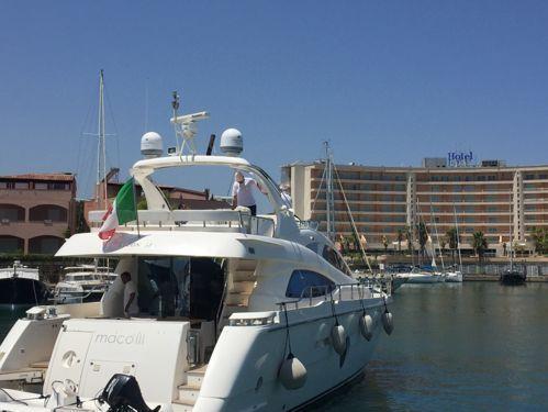 Imbarcazione a motore Aicon 64 (2013)