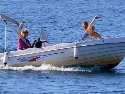 Imbarcazione a motore Volos Marine . · 2012