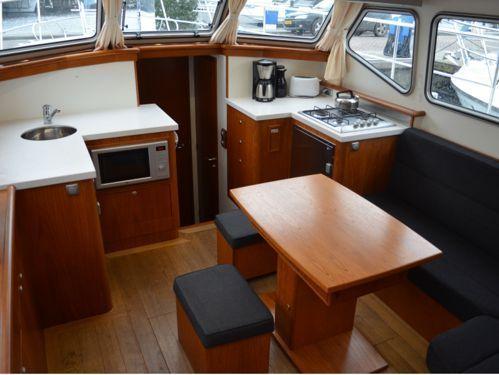 Houseboat Advantage 38 · 2011