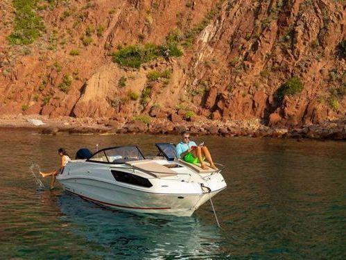Speedboat Bayliner VR 6 · 2019