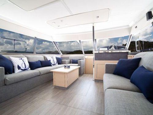 Motor Catamaran Fountaine Pajot MY 44 · 2019