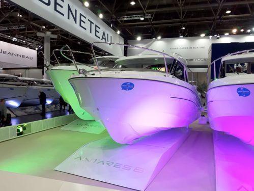 Imbarcazione a motore Beneteau Antares 8 · 2019
