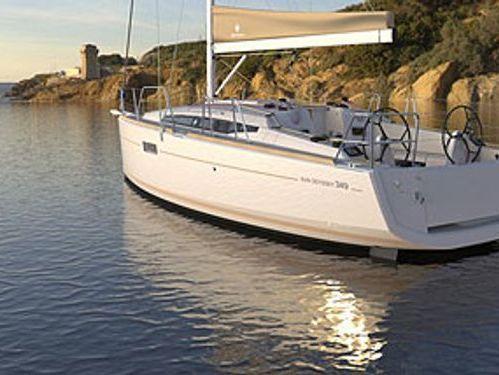 Sailboat Jeanneau 349 · 2014