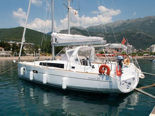 Segelboot Beneteau Oceanis 38 · 2015
