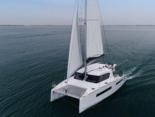 Catamarano Aventura 34 · 2020
