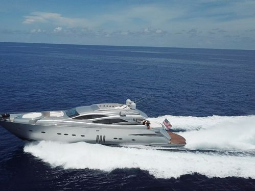 Barco a motor Pershing 90 · 2008