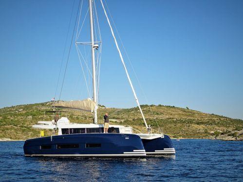 Catamarano Dufour 48 · 2020