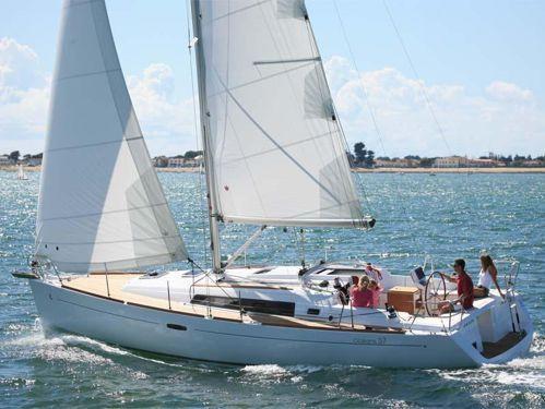 Sailboat Beneteau Oceanis 37 · 2012