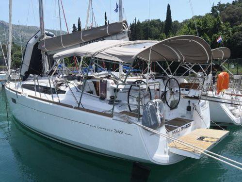 Sailboat Jeanneau Sun Odyssey 349 · 2015