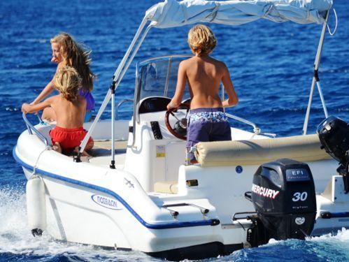 Lancha motora Poseidon 480cc · 2013