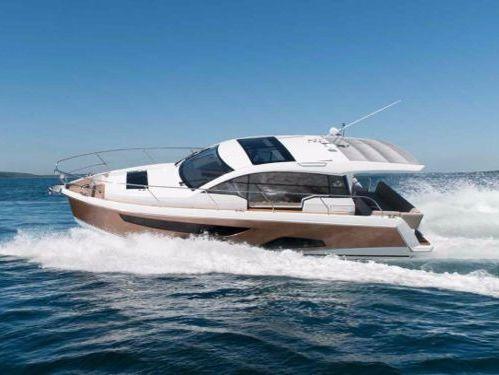 Barco a motor Sealine C330 · 2012