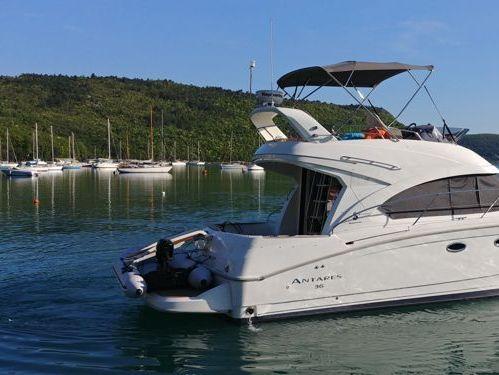 Motorboot Beneteau Antares 36 Fly · 2011