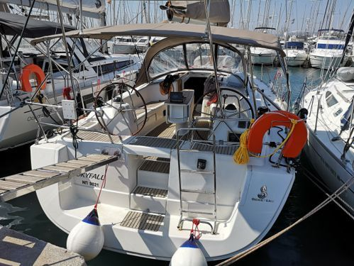 Sailboat Beneteau Oceanis 43 · 2009