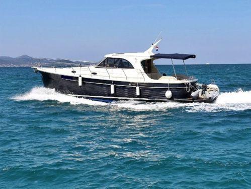 Barco a motor Sas Vektor Adriana 44 · 2020