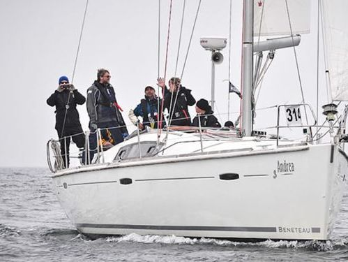 Sailboat Beneteau Oceanis 43 · 2011