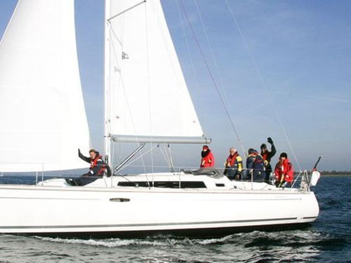 Sailboat Beneteau Oceanis 37 · 2011