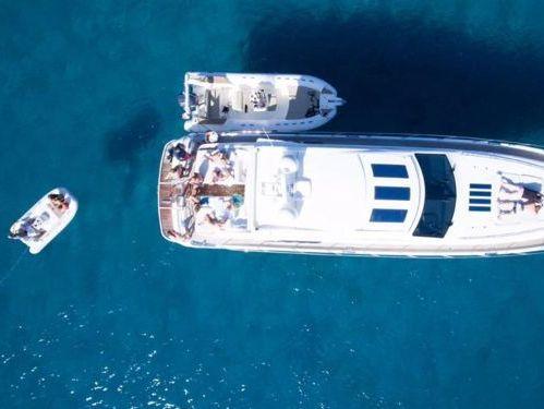 Imbarcazione a motore Princess V70 (2008)