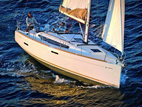 Sailboat Jeanneau Sun Odyssey 389 · 2016